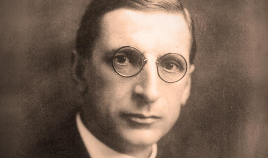 essay on eamon de valera Early life ↑ éamon de valera (1882-1975) was born in the united states of an irish mother and a spanish father he was raised in ireland, where he overcame an impoverished background.